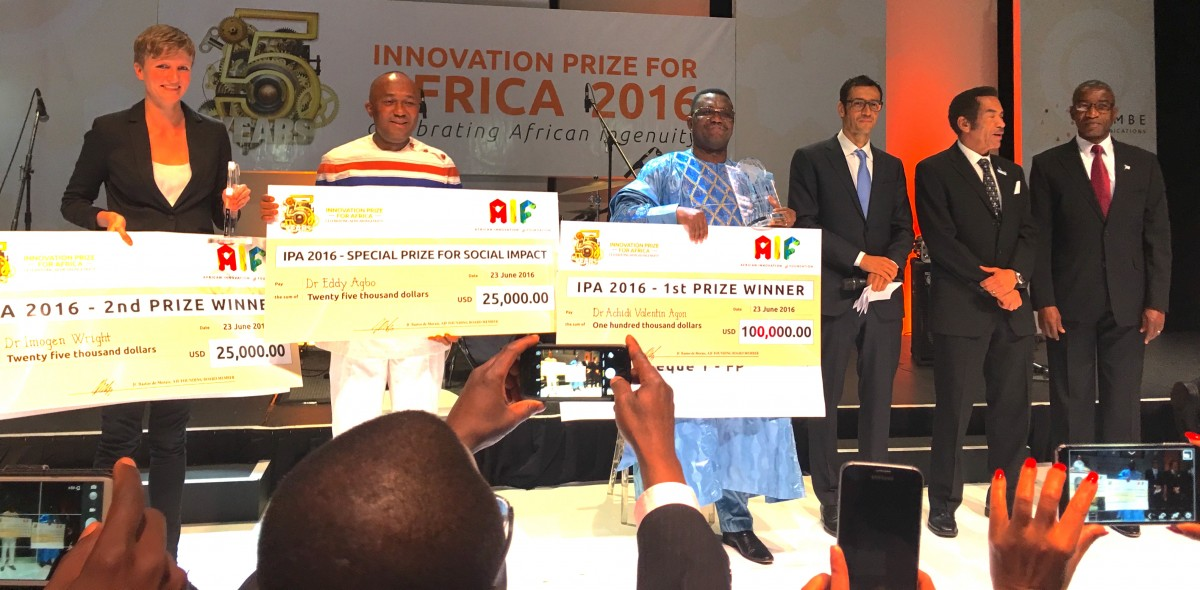 Innovation Prize of Africa winners Dr Imogen Wright, Dr Eddy Agbo andDr Valentin Agon, with African Innovation Foundation founder Jean Claude Bastos de Morais, Botswana President President Lieutenant General Seretse Khama Ian Khama and Botswana Minister of Infrastructure, Science and Technology Nonofo Molefhi.